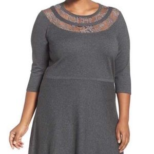 Vince Camuto • Gray Lace Yolk Pullover Midi Dress